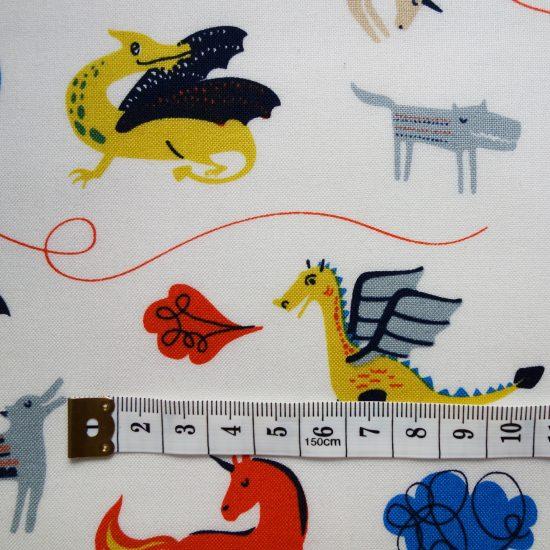 coton imprimé Dashwood studio motifs chevaliers dragons, chevaux, châteaux forts