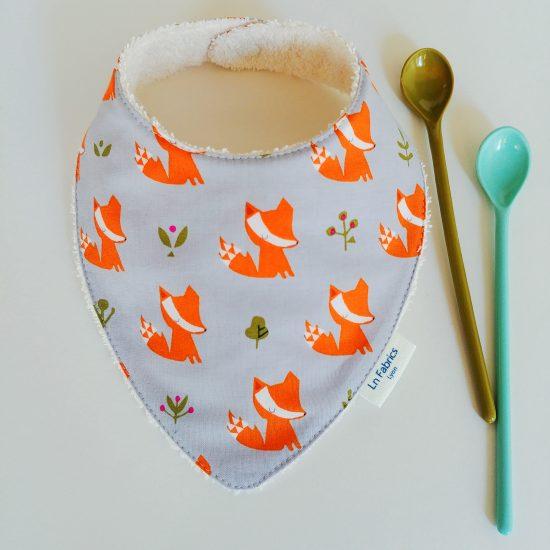 bavoir bandana bavette bavoir foulard coton imprimé renards Dashwood Studio, walking in the woods, cadeau de naissance idéal accessoire bébé indispensable