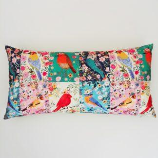 coussin créateur Ln Fabrics tissus cotons imprimés Birdie de Mia Charro pour Blend Fabrics