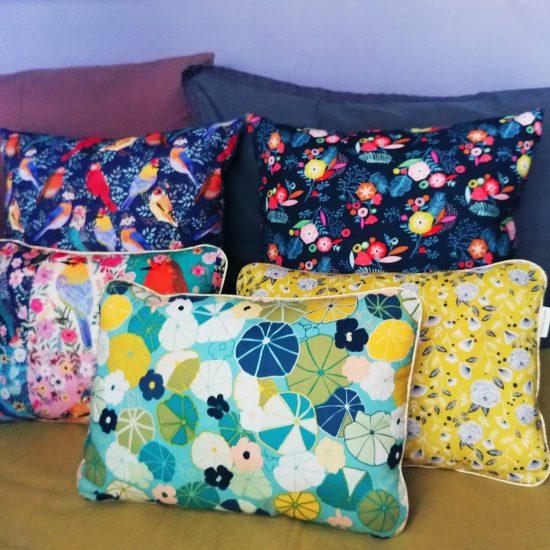 coussin créateur Ln Fabrics tissus cotons imprimés Birdie de Mia Charro pour Blend Fabrics et dashwood studio