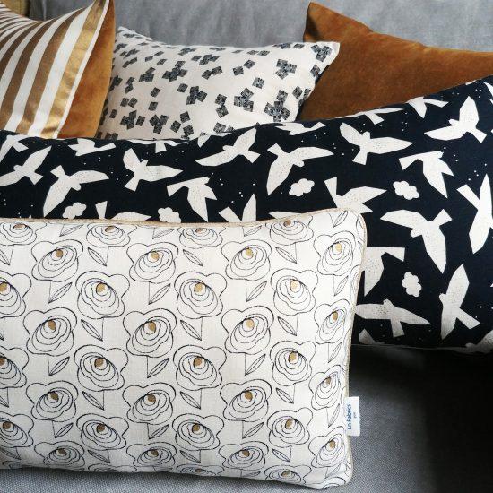 coussin créateur Ln Fabrics velours haut de gamme, imprimé lin coton Midnight Garden Dashwood studio