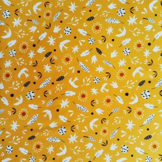 coton imprimé Hanging around Dashwood studio animaux et fleurs sur fond ocre jaune
