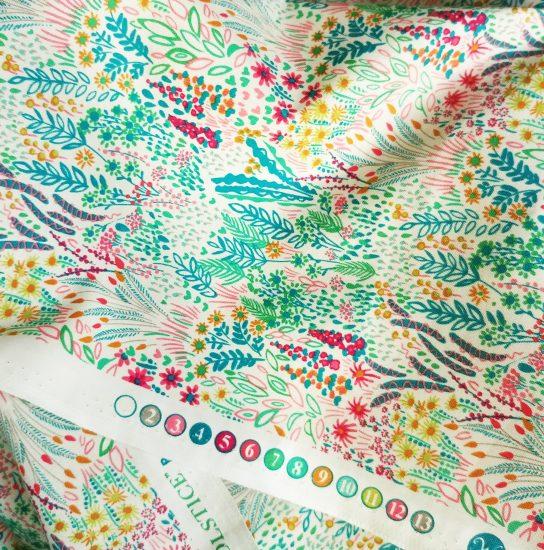 Coton imprimé fleurs comme du liberty Windham Fabrics idéal pour la couture, loisirs créatifs et le patchwork