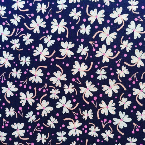 tissu coton imprimé Lost treasure Dashwood studio motif floral sur fond bleu marine, ideal pour la couture et le patchwok