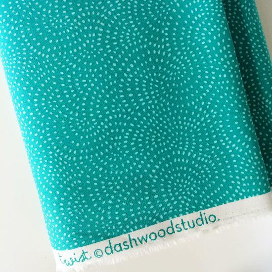 Coton imprimé à pois bleu turqoiseTwist Dashwood Studio idéal pour la couture, loisirs créatifs et le patchwork