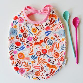 bavoir enfant en coton imprimé Dashwood Studio, meadow safari1367, animaux lions, tigres, éléphants cadeau de naissance idéal