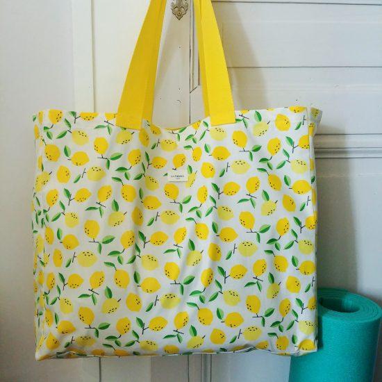 Cabas motif imprimé citrons pour aller au marché, à la plage