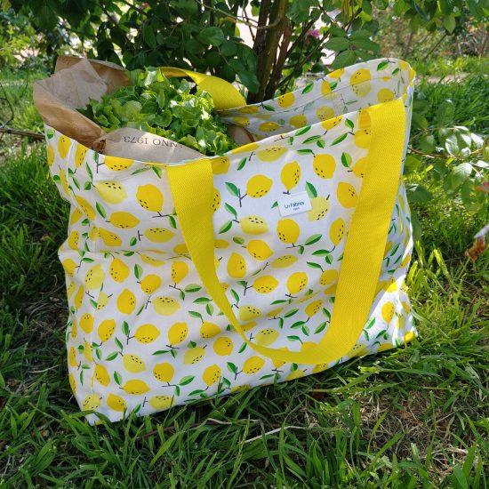Cabas motifs imprimés citrons pour aller au marché, à la plage