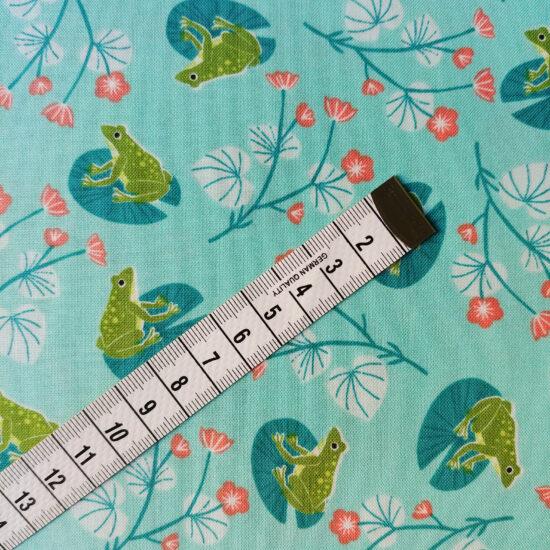 Tissu de Bethan Janine pour Dashwood studio, coton imprimé grenouilles aquatique et lumineux