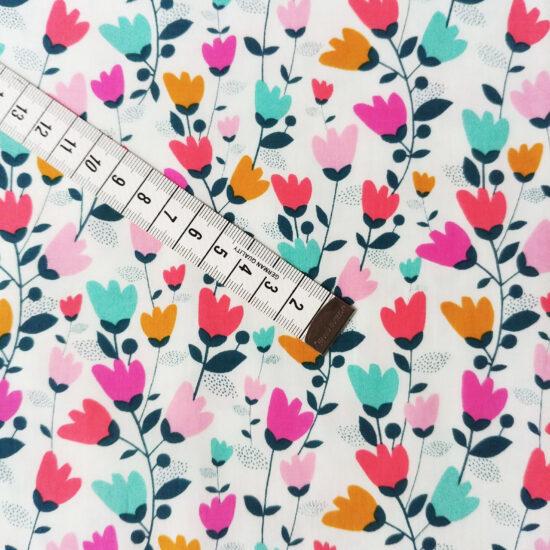 Tissu Dashwood Studio imprimé à fleurs multicolores