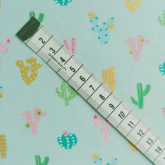 Tissu imprimé cactus Dashwood stdio, couleurs pastels et doré, coton idéal pour vos projets couture, déco enfant